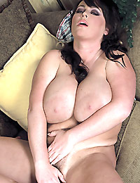 Indianna Jaymes Goes Long And Her Stud Goes Deep